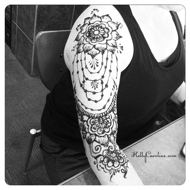 henna today :: #henna #hennas #hennaartist #kellycaroline #michigan #michiganartist #dearborn #dearbornheights #mehndi #mehndidesign #tattoo #tattoos #ink #organic #hennadesign #hennatattoo #hennatattoos #flower #flowers #yoga #yogi #mandala #ypsi #ypsilanti #detroit #birthdayparty #canton