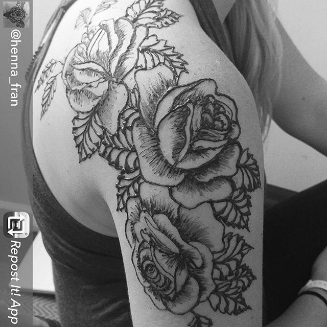 Another awesome piece by our @henna_fran - if you like this (how could you not?!) come see us in the henna booth at @diypsi august 5&6th in @ypsireal and get an amazing piece of art for yourself before she moves to our #newyork henna team! #henna #hennas #tattoo #tattoosleeve #rosetattoo #mehndi #brooklynhenna #brooklyn #newyorkhenna #ypsi #ypsilanti #michigan #detroit #annarbor #summerfest #diy #diypsi #ypsireal