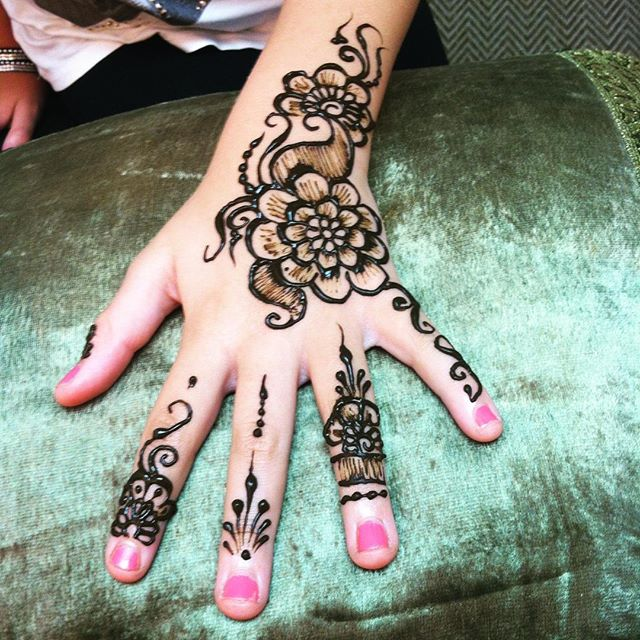 henna today for a birthday girl ::