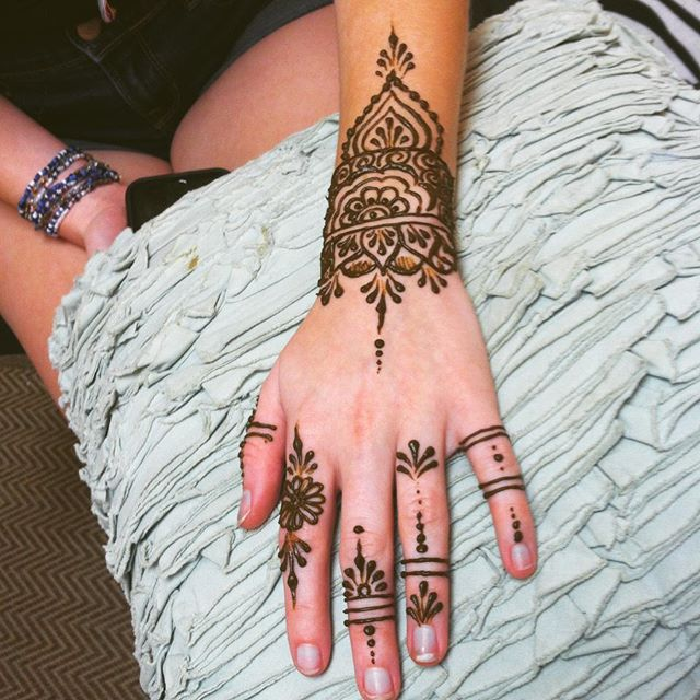 getting ready for @diypsi this weekend. August 5&6 the at Corner Brewery in Ypsilanti #henna #hennas #hennaartist #kellycaroline #michigan #michiganartist #dearborn #dearbornheights #mehndi #mehndidesign #tattoo #tattoos #ink #organic #hennadesign #hennatattoo #hennatattoos #flower #flowers #yoga #yogi #mandala #ypsi #ypsilanti #detroit #birthdayparty #canton #diypsi