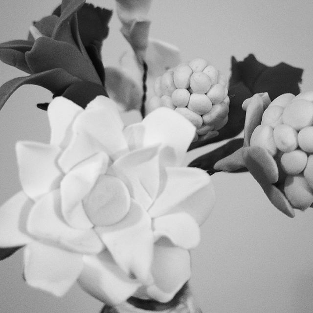 Clay mini flower bouquet I made for my friend this Christmas. I was inspired. Y the little bottle I used for the vase. I used and baked it in the oven – really pleased with the overall result. Which of the flowers is your favorite? MERRY CHRISTMAS !!