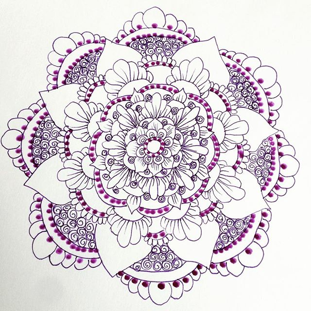 Drawing time. Stealing a moment of relaxation while the baby sleeps  . . . #henna #hennas #ypsi #ypsilanti #detroit #michigan #michiganartist #kellycaroline #mehndi #mehndidesign #tattoo #tattoos #tattoodesigns #drawing #mandala #zentangle #yoga #yogi #sketch_daily #artstagram #instartlovers #art_spotlight #justartspiration #arts_help #art_worldly #blxckmandalas #zentangle