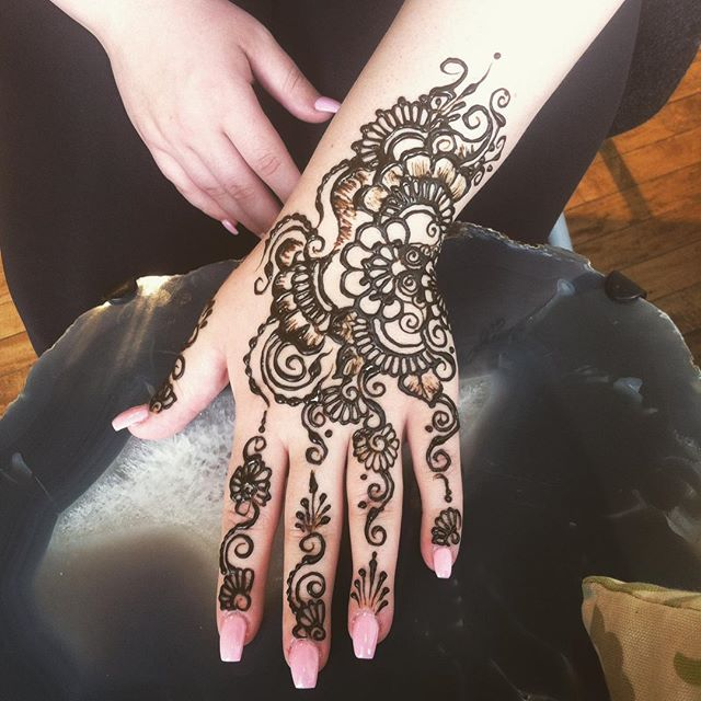 Studio appointments today 1-3pm to book your summer henna 734-536-1705 kelly@kellycaroline.com . #henna #hennas #hennaartist #hennaparty #kellycaroline #michigan #michiganartist #dearborn #dearbornheights #mehndi #mehndidesign #tattoo #tattoos #ink #organic #hennadesign #hennatattoo #hennatattoos #flower #flowers #yoga #yogi #mandala #ypsi #ypsilanti #detroit