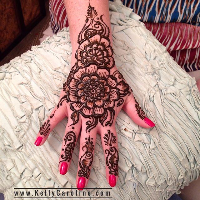Birthday henna for @lauriegreen67 . . . Studio appointments to book your summer henna 734-536-1705 kelly@kellycaroline.com . #henna #hennas #hennaartist #hennaparty #kellycaroline #michigan #michiganartist #dearborn #dearbornheights #mehndi #mehndidesign #tattoo #cantonfarmersmarket #ink #organic #hennadesign #hennatattoo #hennatattoos #flower #flowers #yoga #yogi #mandala #ypsi #ypsilanti #detroit #canton