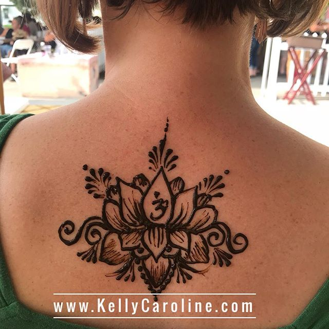Cutest upper back lotus design . . . #henna #hennas #hennaartist #kellycaroline #michigan #mehndi #mehndidesign #tattoo #tattoos #ink #organic #hennadesign #hennatattoo #hennatattoos #flower #flowers #yoga #yogi #mandala #ypsi #ypsilanti #detroit #birthdayparty #canton #diypsi #ypsireal #lotustattoo #lotus