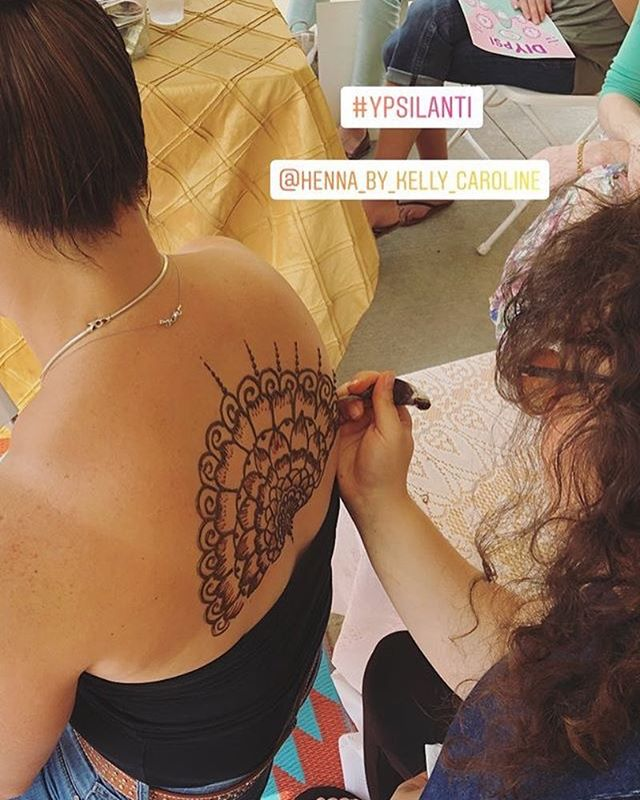 Doing what we do ! I really love BIG MANDALAS! . . . #henna #hennas #hennaartist #kellycaroline #michigan #michiganartist #dearborn #dearbornheights #mehndi #mehndidesign #tattoo #tattoos #ink #organic #hennadesign #hennatattoo #hennatattoos #flower #flowers #yoga #yogi #mandala #ypsi #ypsilanti #detroit #birthdayparty #canton #diypsi #ypsireal