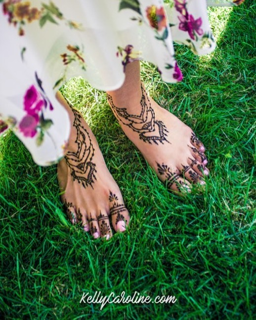 Henna for a really sweet group of girls for a modern take on a Turkish tradition . This was the bride's design . . Studio appointments to book your summer henna 734-536-1705 kelly@kellycaroline.com . #henna #hennas #hennaartist #hennaparty #kellycaroline #michigan #michiganartist #dearborn #dearbornheights #mehndi #mehndidesign #tattoo #tattoos #ink #organic #hennadesign #hennatattoo #hennatattoos #flower #flowers #yoga #yogi #mandala #ypsi #ypsilanti #detroit #turkish #wedding