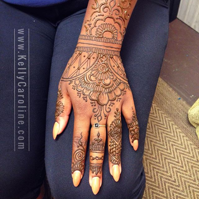 One of my favorite henna designs in the studio. Plus her manicure was on point . . . kelly@kellycaroline.com . #henna #hennas #hennaartist #hennaparty #kellycaroline #michigan #michiganartist #dearborn #dearbornheights #mehndi #mehndidesign #tattoo #cantonfarmersmarket #ink #organic #hennadesign #hennatattoo #hennatattoos #flower #flowers #yoga #yogi #mandala #ypsi #ypsilanti #detroit #canton