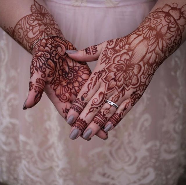 Thankful for another year of wonderful brides photo by @hey_jess247 . . Kelly@kellycaroline.com #henna #hennas #hennaartist #kellycaroline #michigan #michiganartist #dearborn #southasianbride #southasianwedding #indianwedding #desi #weddinghenna #dearbornheights #mehndi #mehndidesign #canton #tattoos #ink #hennadesign #hennatattoo #hennatattoos #flowers #yoga #yogi #mandala #desiwedding #annarbor #annarbormichigan #mehndi #hennastain
