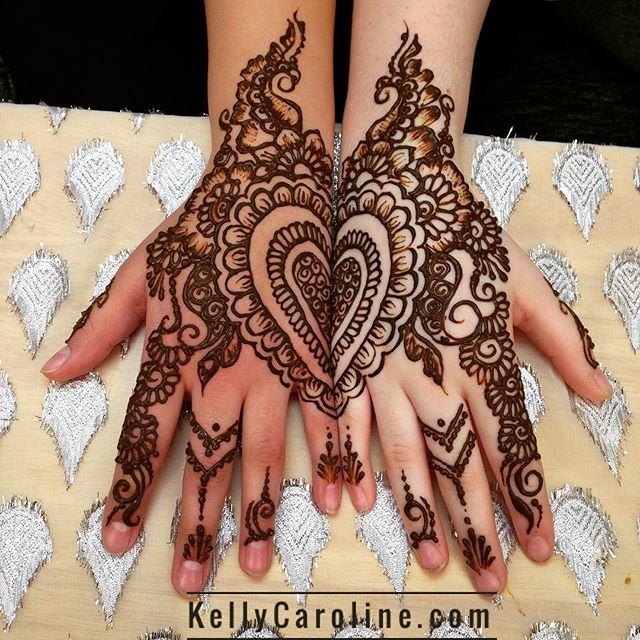 When best friends come into the studio, you get best friend henna!  . . kelly@kellycaroline.com . #henna #hennas #hennaartist #hennaparty #kellycaroline #michigan #michiganartist #dearborn #dearbornheights #mehndi #mehndidesign #tattoo #cantonfarmersmarket #ink #organic #hennadesign #hennatattoo #hennatattoos #flower #flowers #yoga #yogi #mandala #ypsi #ypsilanti #detroit #canton