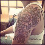 henna hand design, henna michigan, michigan henna artist, kelly caroline, flower, floral henna art, mehndi, shoulder tattoo, henna tattoo designs